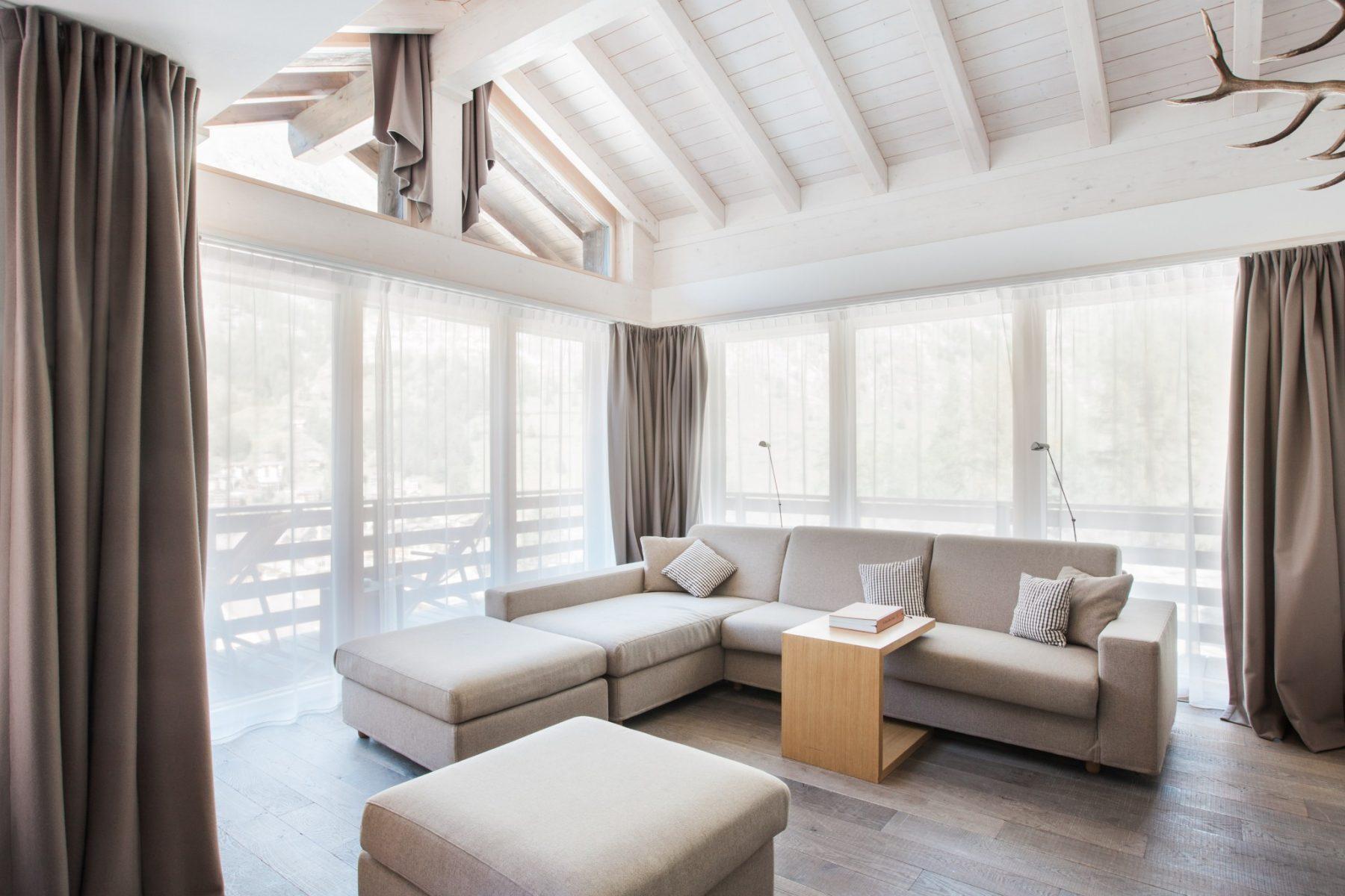 Salon dans une suite du Cervo à Zermatt