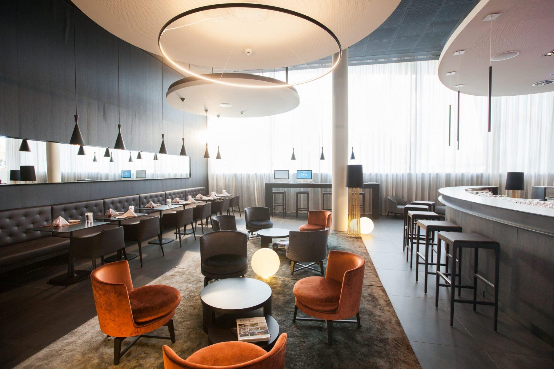 Espace bar au Novotel Bâle